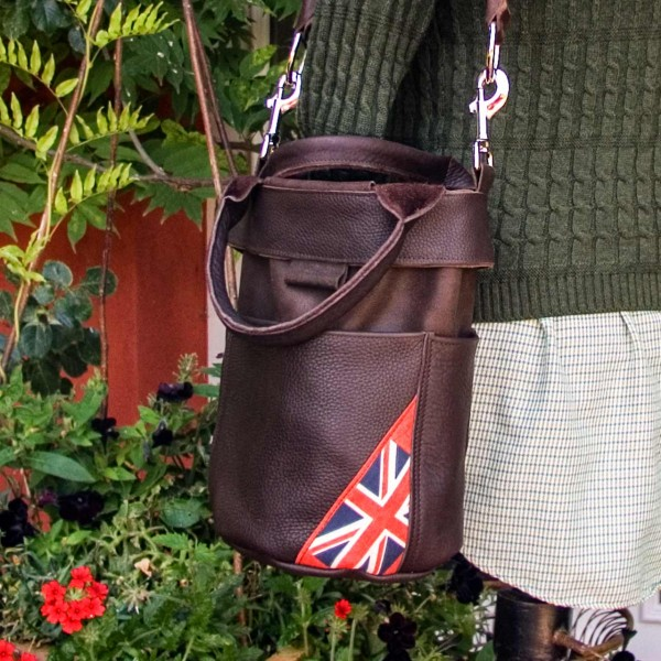 Ledertasche »All Leather Bucket Bag« mit Flaggenmotiv