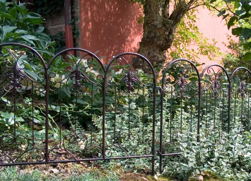 beetzaun beeteinfassung aus metall the garden shop. Black Bedroom Furniture Sets. Home Design Ideas