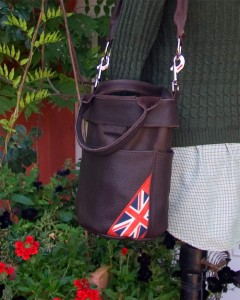 Ledertasche All Leather Bucket Bag  mit Flagge  von Bradleys