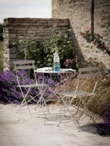 Gartenm bel metall tisch und zwei st hle the garden shop - Sitzgruppe kind garten ...