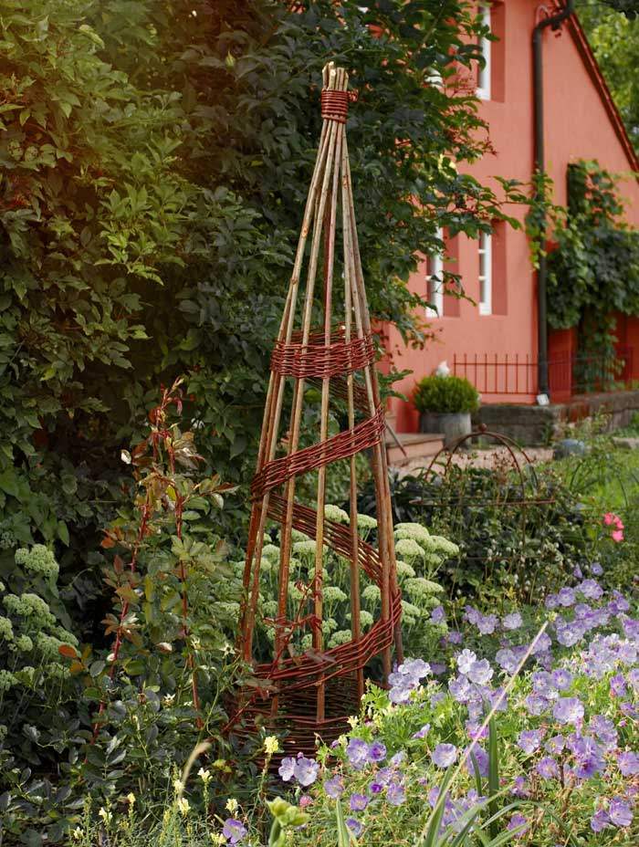 rankhilfe spiral obelisk aus weide the garden shop. Black Bedroom Furniture Sets. Home Design Ideas