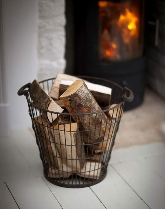korb aus metall f r kaminholz the garden shop. Black Bedroom Furniture Sets. Home Design Ideas